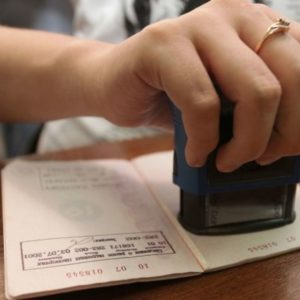 Регистрация ребёнка в квартире: чем теперь рискует её владелец